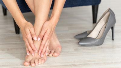 fájdalom mindkét láb térdízületében fájdalom és mozgásmerevség a térdízületben