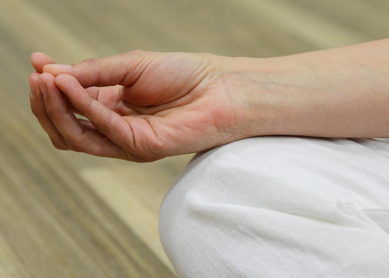 a gyűrűs ujjak ízületi fájdalmai