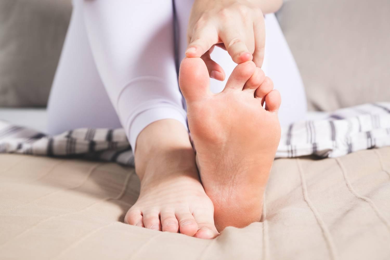 fájdalom a kis lábujj ízületében