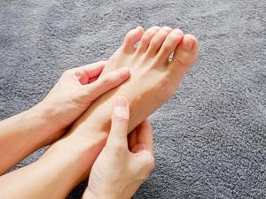 a lábak ízületeinek fájdalma és zsibbadása a térdízületi gyógyszerről szóló vélemények