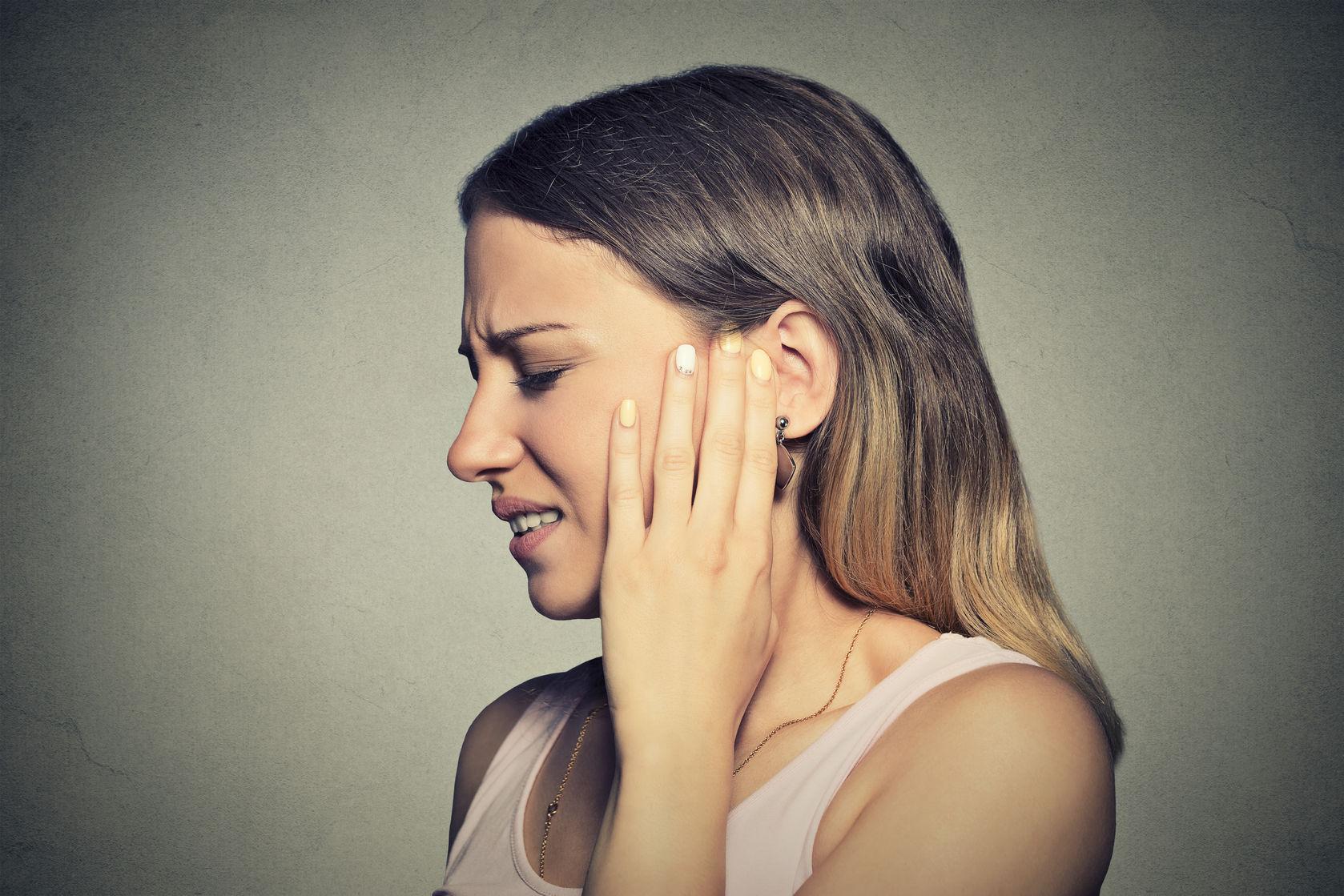 fájdalom a fülben és az ízületekben