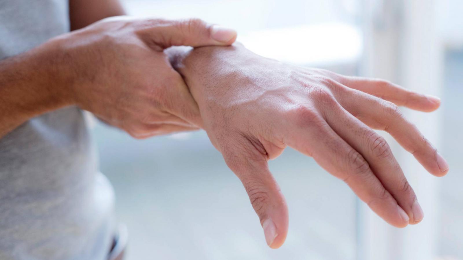 a lábak ízületeinek fájdalma és zsibbadása a csukló ízületi gyulladása