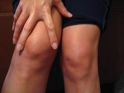 bal oldalon a karok és a lábak ízületei fájnak