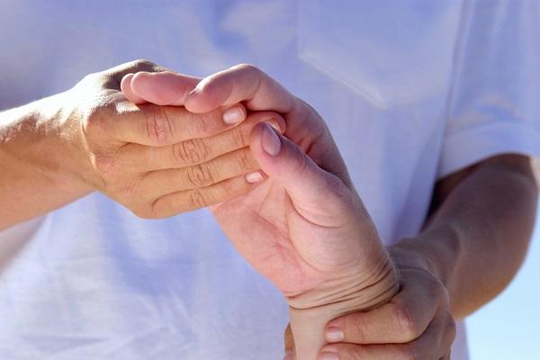 Hogyan kezeljük az ujjak reumás ízületi gyulladását