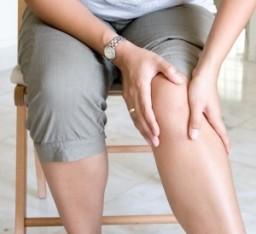térdízületi kezelés ízületi gyulladás tünetei vágy együttes kezelése