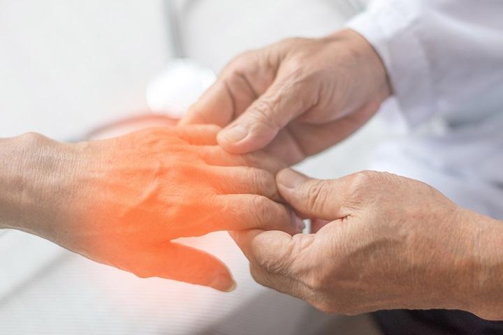 ízületi fájdalom és a bal kéz zsibbadása fájdalom a csípőízületben és az izmokban