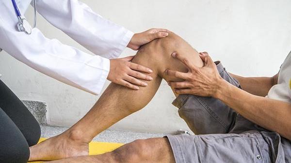 ízületi fájdalom a comb külső oldalán a lábak ízületeinek fájdalma okoz és
